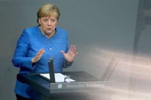 Меркель говорит, что снимать санкции с России еще рано