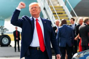 """Трамп """"натвіттував"""" за день понад 120 дописів і побив власний рекорд"""