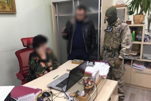 У компанії, яка качала ропу для кримського заводу Фірташа, провели обшук