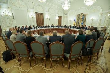 民営化、農地市場開設、ビジネス環境改善:ゼレンシキー大統領、内閣・議会に課題提示