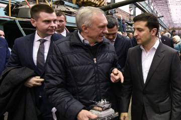 Zelensky urges business to improve conditions for Ukroboronprom employees
