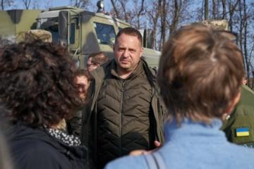 Foreign ambassadors visit disengagement area near Petrivske and Zolote