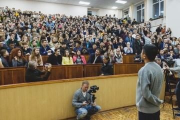 Alibaba founder Jack Ma meets with Kharkiv students