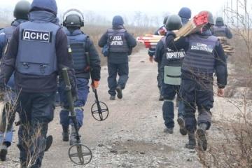 ペトリウシケ・ボフダニウカにて、地雷除去開始