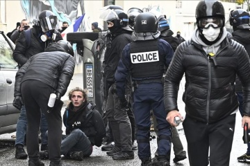 """У Франції затримали понад 250 """"жовтих жилетів"""""""