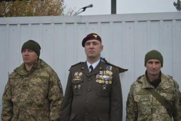 仏独英米の大使、コロステリョウ大佐の戦死につき哀悼の意を表明