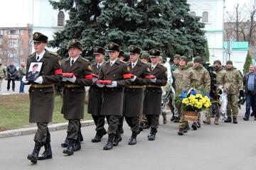 スーミ市にて、戦死したコロステリョウ大佐の告別式が開催