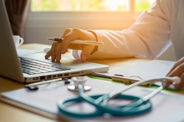 Українські лікарі тепер можуть проводити консультації онлайн