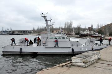 露返還艦船、南部オチャキウ港に入港