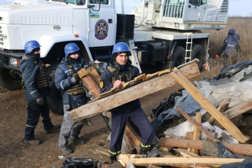 ペトリウシケ引き離し地点にて、防衛施設の解体が開始