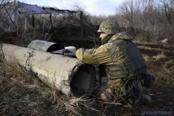 Donbass : 4 attaques ennemies ont fait un blessé parmi les militaires ukrainiens