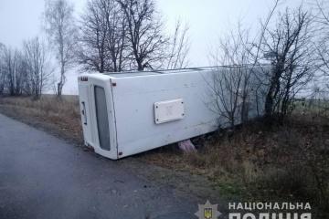 In Oblast Winnyzja ein Linienbus auf Glatteis umgekippt