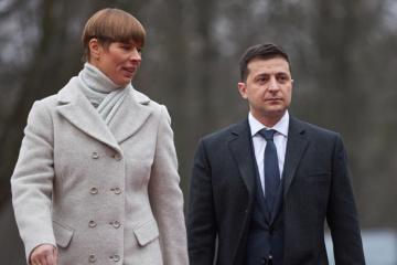Zelensky y Kaljulaid tratan la coordinación de esfuerzos para contrarrestar Covid-19