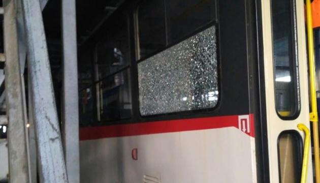 В Киеве обстреляли скоростной трамвай