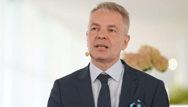Le ministre finlandais des Affaires étrangères arrive à Kyiv et se rend au Donbass