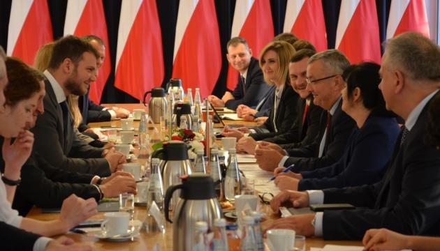 Вантажні перевезення: Польща надасть 15 тисяч додаткових дозволів для України