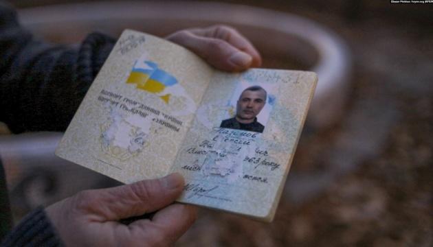 """Звільненому Назімову в СІЗО Сімферополя вручили """"зіпсований"""" український паспорт"""