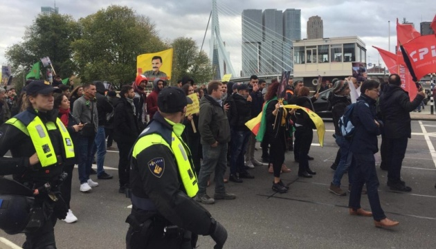 Сотни курдов в Нидерландах снова митинговали против вторжения Турции в Сирию