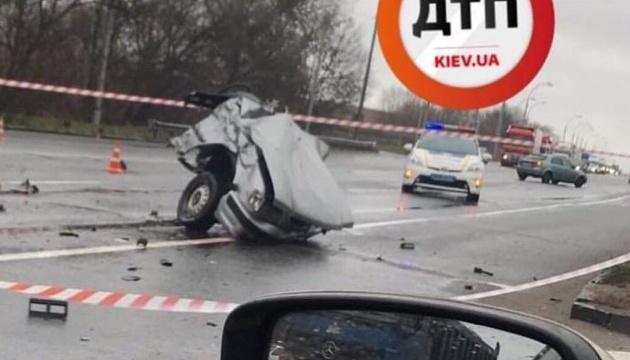 Аварія у Києві: ГАЗ розірвало на дві частини, загинула одна людина