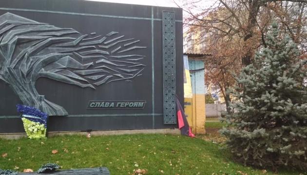 Под Киевом россиянин повредил флагшток с флагом ОУН