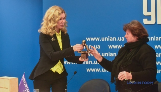 Матери Гандзюк передали посмертную награду дочери Ukrainian ID Awards