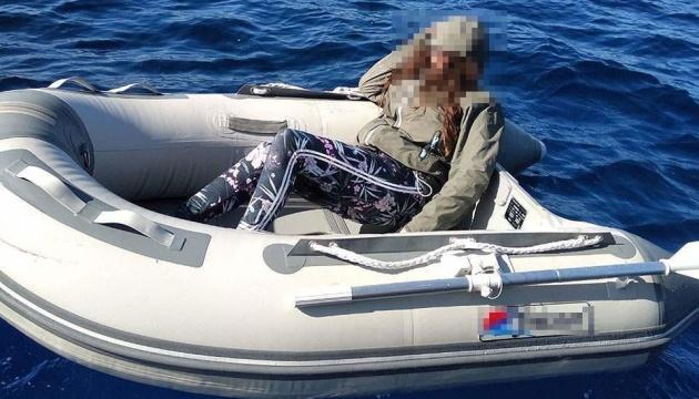 В Егейському морі врятували туристку, яка провела два дні на надувному човні