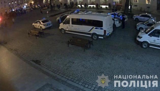 Футбольні фанати влаштували бійку у центрі Львова, постраждали двоє поліцейських