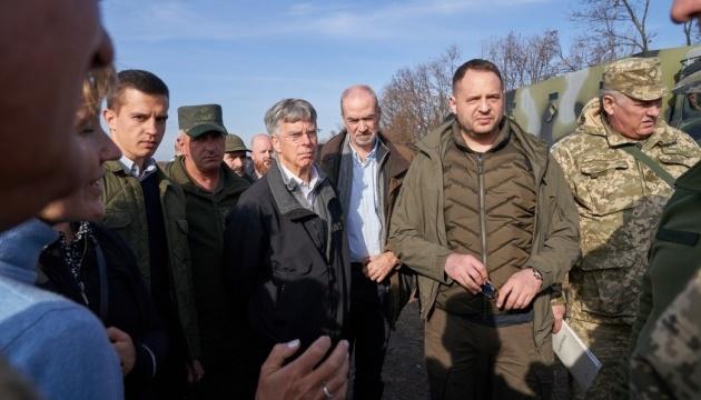 Посли іноземних держав відвідали Петрівське та Золоте