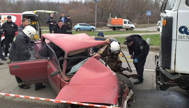 У Полтаві вантажівка зіткнулась з легковиком, двоє загиблих