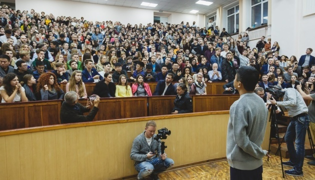Alibaba founder Jack Ma meets with Kharkiv students