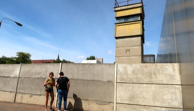 """Создатели """"Чернобыля"""" снимут кинопроект о Берлинской стене"""
