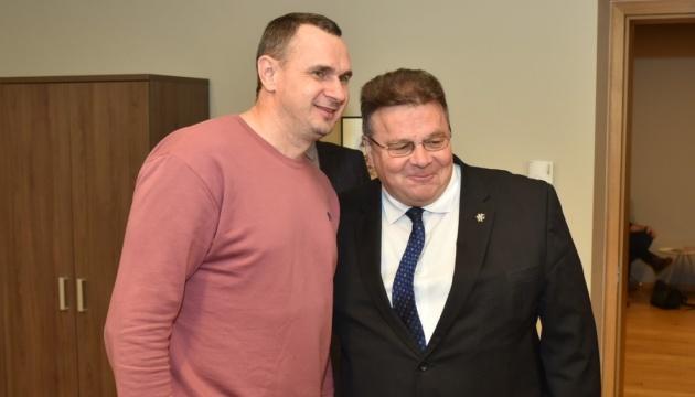 Лінкявічус зустрівся з Сенцовим на форумі у Вільнюсі