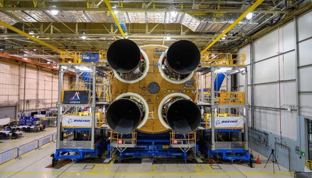 NASA встановило останній двигун на ракеті для польотів на Місяць