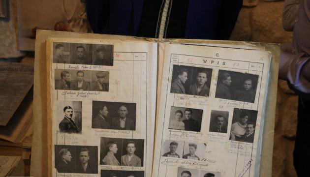 В Івано-Франківську вперше представили виставку архівних документів