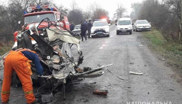 На Житомирщині зіткнулися вантажівка і легковик, троє загиблих