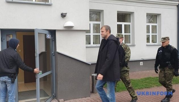 Мазура доставили в районную прокуратуру в Холме