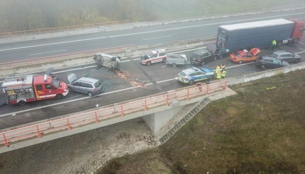 В Германии из-за непогоды столкнулись 18 автомобилей: есть серьезно раненые