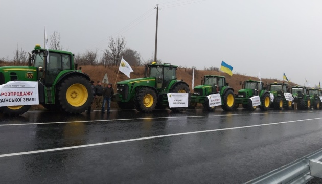 """""""Ні розпродажу землі"""": аграрії протестують на головних автомагістралях країни"""