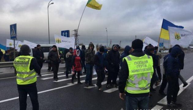 Протестувальники розблокували трасу