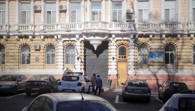 У будівлі одеської поліції обвалилася стеля, постраждали двоє копів