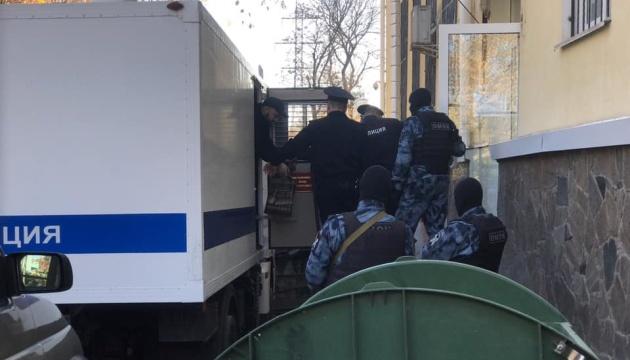 Окупанти залишили п'ятьох кримських татар під арештом до 15 лютого