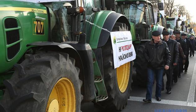 Les agriculteurs ukrainiens protestent contre la levée du moratoire sur la vente des terres