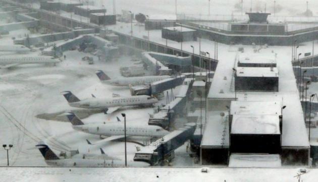 Чикаго засипало снігом - скасували 1200 авіарейсів