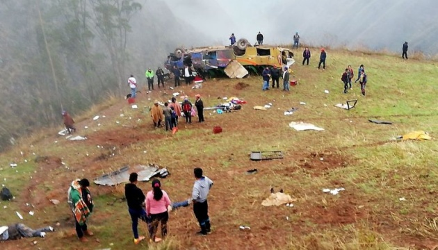 У Перу автобус впав у прірву, 19 загиблих