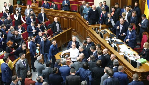 La Rada aprueba en primera lectura el proyecto de ley de venta de tierras