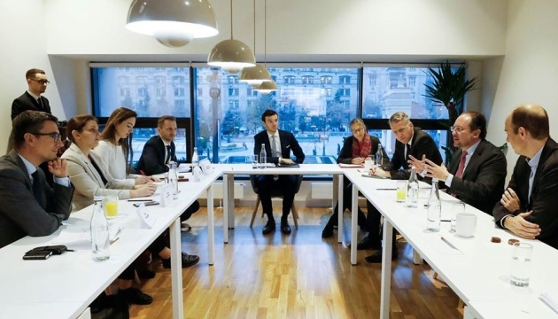 Austrian foreign minister meets with OSCE SMM monitors in Kyiv