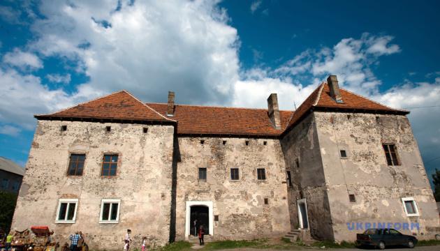 У замку Сент-Міклош оселиться Святий Миколай