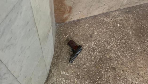 Полицейский стрелял в харьковском метро сразу из двух пистолетов