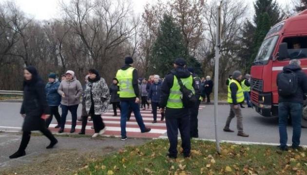Медики перекрили трасу Київ-Чоп на Рівненщині через зарплатні борги