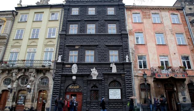 Во Львове открыли для посетителей Черную каменицу